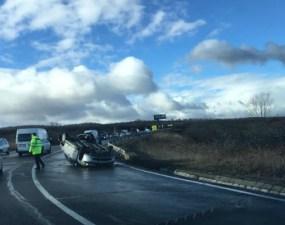 """(Foto) Accident Cluj. Mașină răsturnată la urcare spre Feleac.  """"Mașină întoarsă cu susu'n jos in curba la Aroma, sensul de urcare..."""" 50"""
