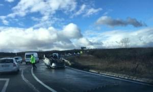 """(Foto) Accident Cluj. Mașină răsturnată la urcare spre Feleac.  """"Mașină întoarsă cu susu'n jos in curba la Aroma, sensul de urcare..."""" 7"""