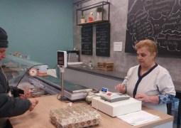 """USAMV Cluj: """"Seniorii au prioritate în magazinul Gourmeticus Academicum de pe calea Mănăștur nr 7.Între orele 🕐 11:00-13:00, vom servi cu prioritate persoanele de peste 65 ani, însă avem nevoie de voi pentru a da curs acestei inițiative."""" 3"""