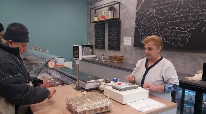 """USAMV Cluj: """"Seniorii au prioritate în magazinul Gourmeticus Academicum de pe calea Mănăștur nr 7.Între orele 🕐 11:00-13:00, vom servi cu prioritate persoanele de peste 65 ani, însă avem nevoie de voi pentru a da curs acestei inițiative."""" 2"""