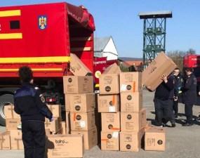 """ISU Cluj: """"Un camion al unității noastre a asigurat transportul de la aeroportul Otopeni a cca 5000 de costume de protecție, măști de protecție tip FFP2/FFP3 și dezinfectați, pentru a fi distribuite spitalelor și instituțiilor din județul Cluj"""" 17"""