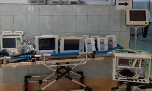 """USAMV Cluj: """"12 aparate performante sunt direcționate către Secția ATI din cadrul Spitalul Clinic De Recuperare Cluj Napoca, la cererea instituției medicale, după cum urmează: monitoare funcții vitale cu defibrilator, monitoare funcții vitale cu accesorii, ventilator performant, injectomate și infuzomate. Toate aparatele sunt destinate și pentru uz uman"""" 15"""