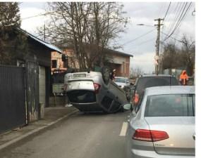 """(Foto) Accident Cluj. Autoturism răsturnat pe strada Donath. """"Cum să reușești așa ceva unde nu poți avea viteză mare 🤔"""" 35"""