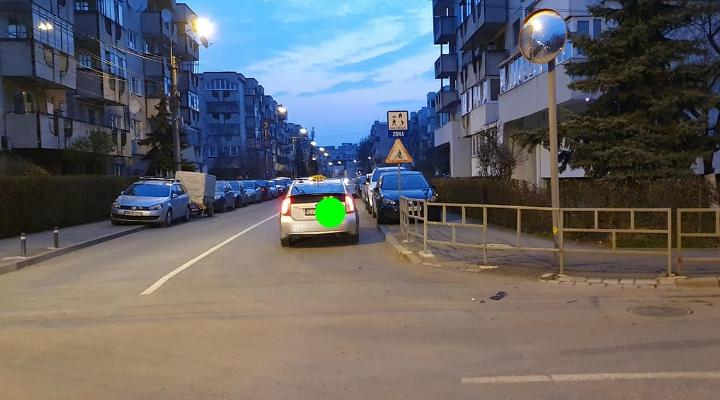 (Foto) Accident Cluj. Mașină răsturnată în intersecție, după ce s-a lovit de un taxi 3