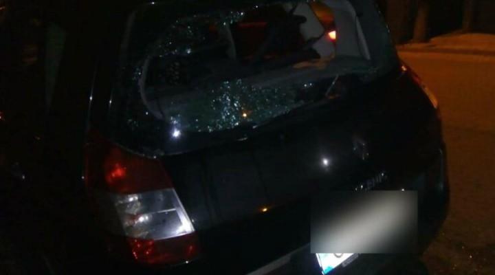 (Video) Cluj: Un bărbat a distrus cel puțin 10 mașini azi noapte în Dej, cu un bolovan 1