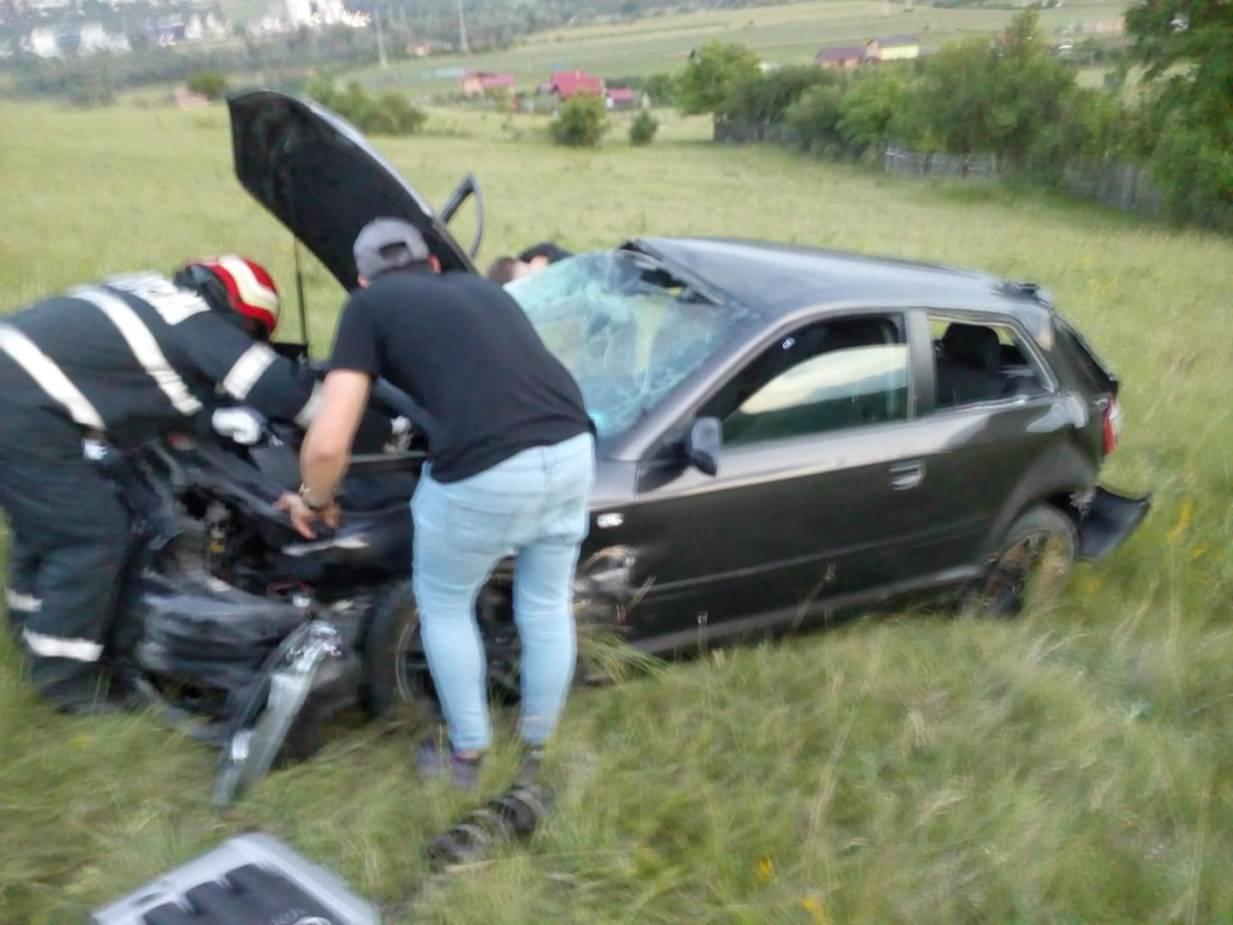"""(Foto) Accident Cluj: Un șofer a """"zburat"""" cu mașina într-o curbă pe varianta Grigorescu - Florești 4"""