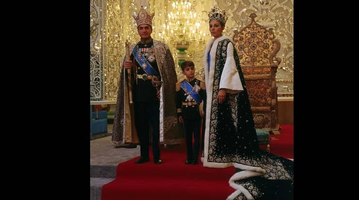 Familia regală a Iranului după ceremonia încoronării, 1967
