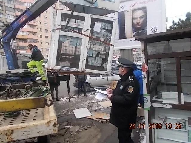 Chioșcurile amplasate ilegal pe străzile din Cluj au fost ridicate de autorităţi