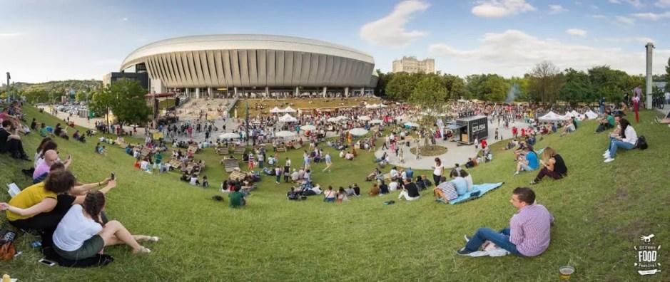 Începe Street Food Festival la Cluj | 65 de vendori, concerte, proiecţii de filme şi întâlniri cu chefi celebri