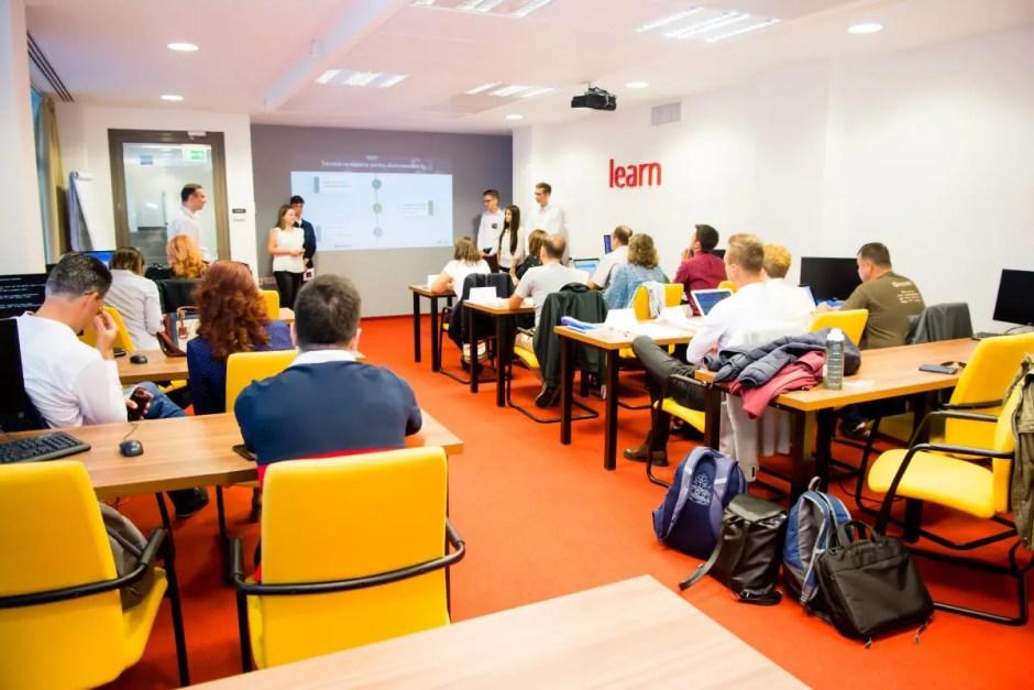 Slujbele viitorului se învață, printr-un program pornit de la Cluj, încă de pe băncile școlii