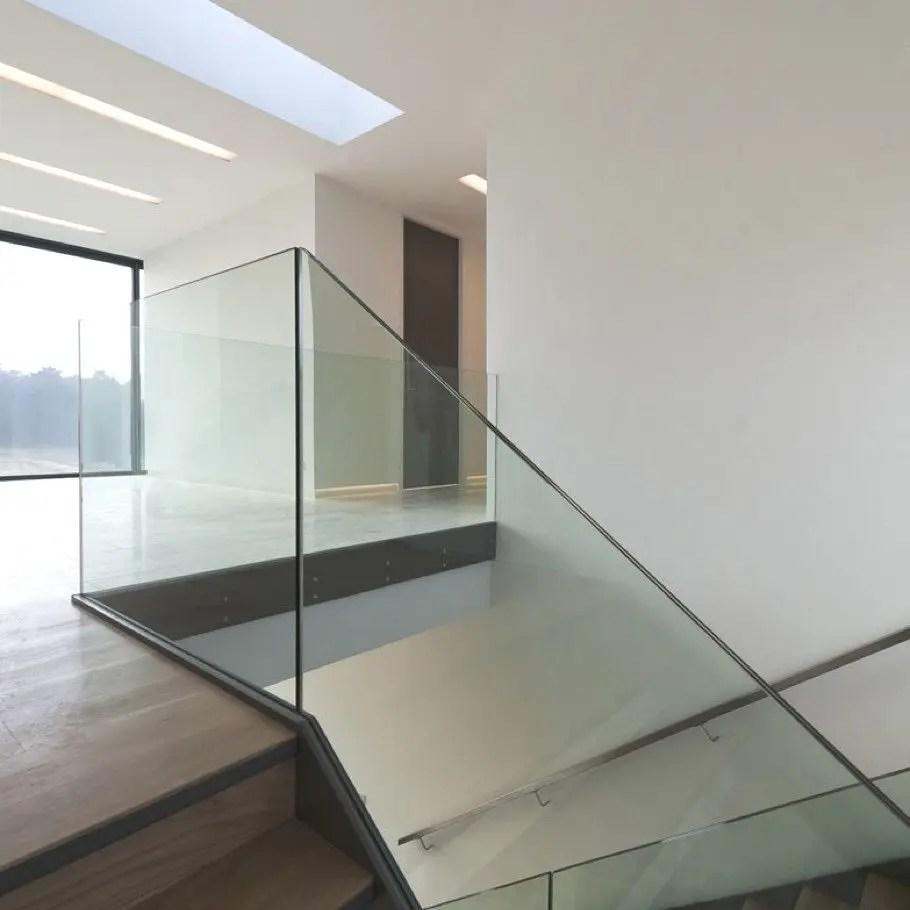 Balustrada din sticla securizata vs. balustrada din sticla laminata