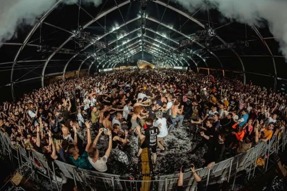 Peste 33.000 de oameni în prima zi de Electric Castle! Trupa Limp Bizkit va concerta în această seară