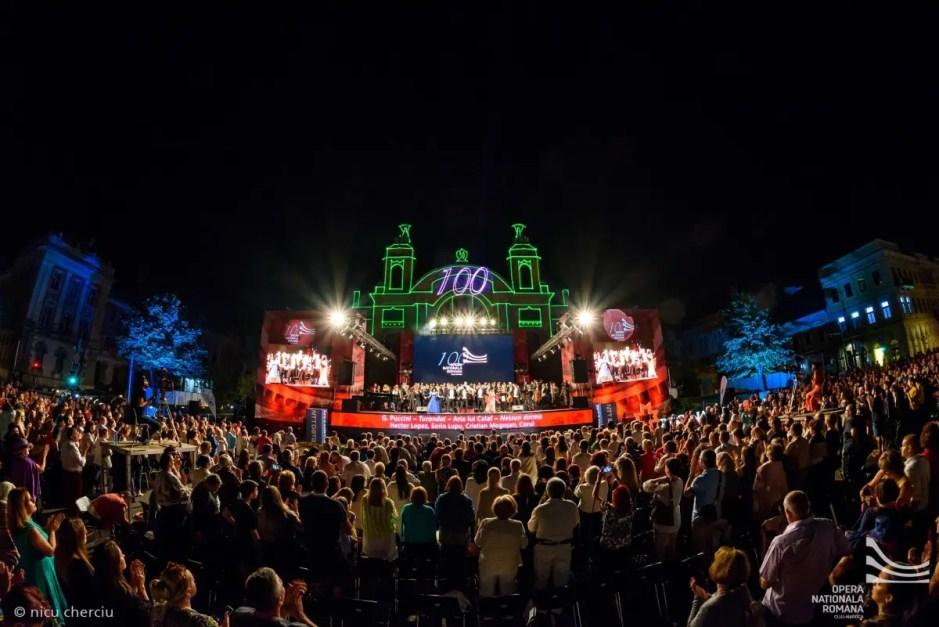 """Concertul """"La Opera"""" organizat în aer liber în centrul Clujului a adunat peste 4.000 de spectatori"""
