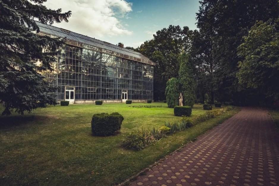 ecologizare și de plantare de copaci la Grădina Botanică din Cluj-Napoa