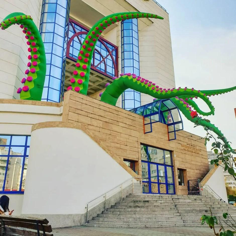 Tentaculele | Biblioteca Judeţeană Cluj are o nouă înfăţişare în cadrul unui proiect Lights On România