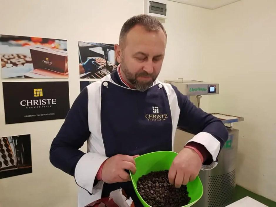 Un preot din Cluj produce ciocolată cu canabis