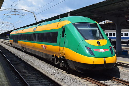 Calea ferată dintre Cluj şi Oradea va fi modernizată   Trenurile vor circula cu viteze de până la 160 km/h