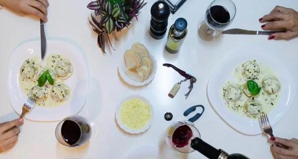 Sfaturi despre cum alegem vinul și cu ce mâncăruri îl putem asocia