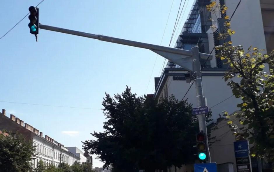 Radare fixe pe străzile din Cluj-Napoca   Primul a fost deja montat şi se află în teste