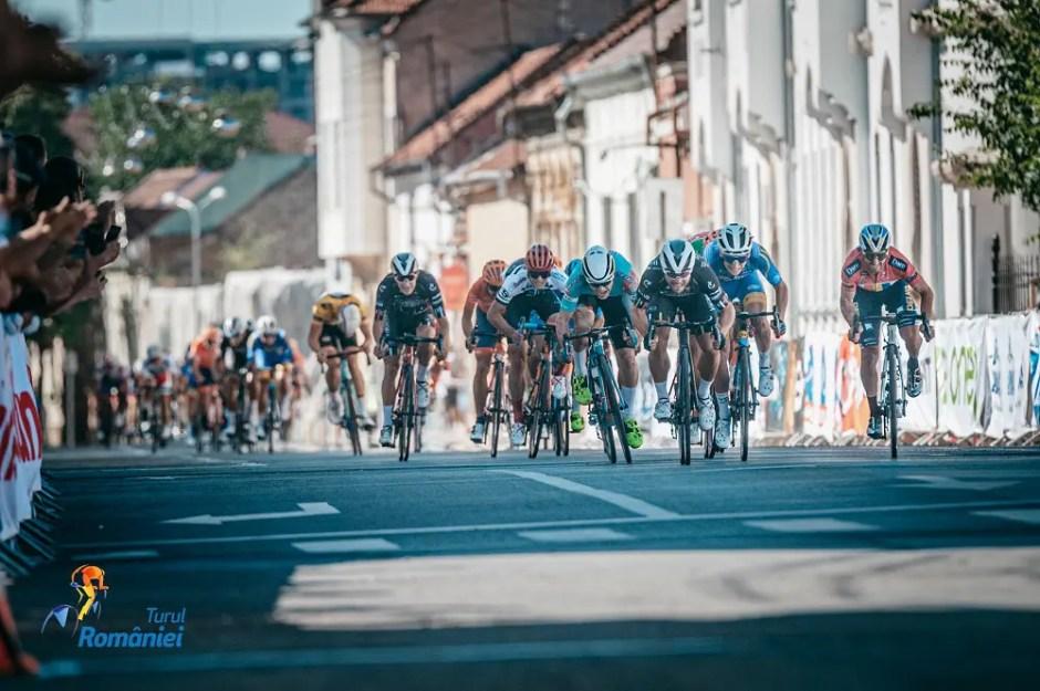 Edi Grosu îmbracă tricoul galben în prima etapă a Turului României | Cicliştii ajung azi la Cluj