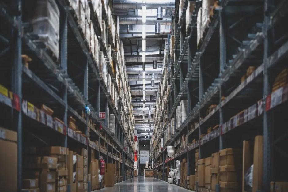 Ce avantaje obţii atunci când închiriezi spaţii industriale