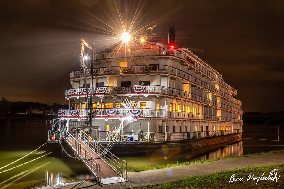 Photo of the Queen of the Mississippi taken by Bruce Wunderlich