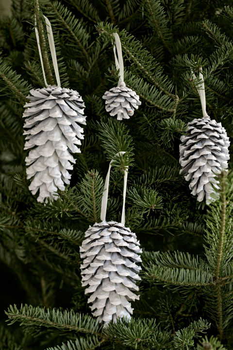 Spray-painted white, pinecones really pop against evergreen boughs.RELATED: 12 Easy, Homemade Christmas Ornaments