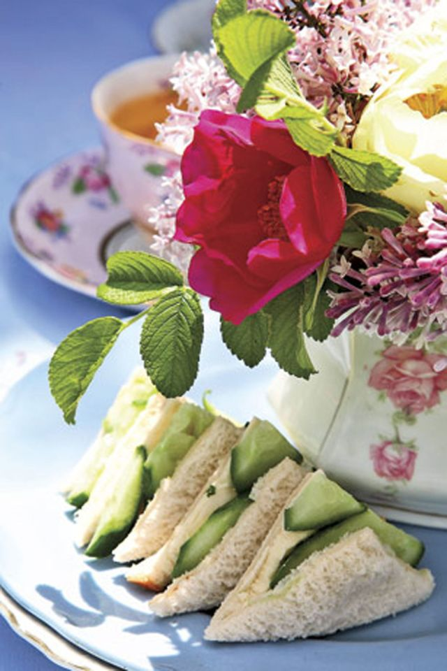 How to Throw an Easy Afternoon Tea Party | 31Daily.com