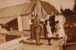 Beer's Mill - Sam, Florrie Ross and family home from Boston