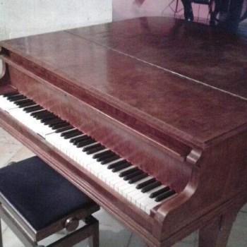 Piano A.SCHINDLER entier fermer