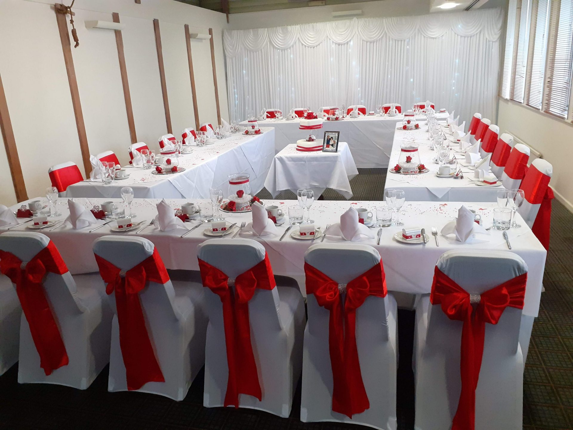 Red themed wedding Holiday Inn Ipswich