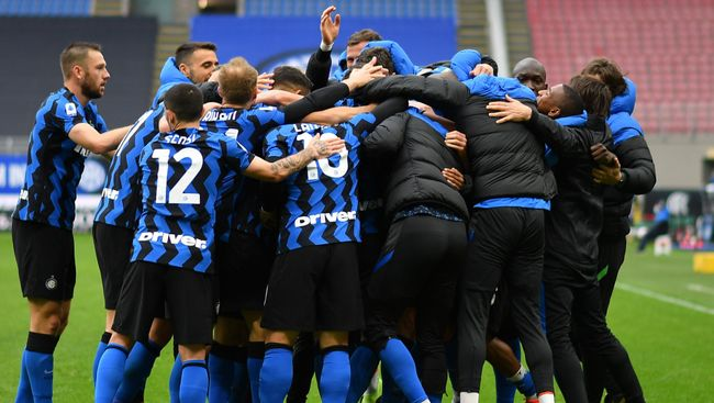 Inter Milan travel to Napoli as they close in on the Serie A title
