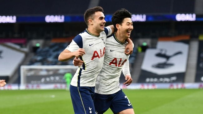 Son Heung-min (R) secured the three points for Tottenham after a turbulent few days