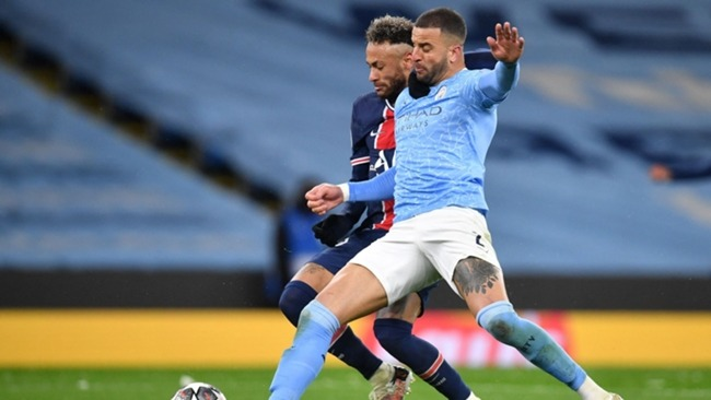 Neymar and Kyle Walker tussle for the ball