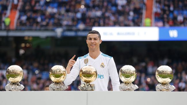Cristiano Ronaldo poses with his five Ballon d'Or trophies