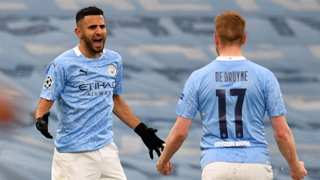 Riyad Mahrez celebrates with Kevin De Bruyne