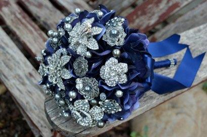 navy-silver-brooch-bouquet.original