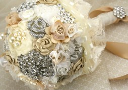 pearl-wedding-accessories-handmade-etsy-wedding-finds-brooch-bouquet.original