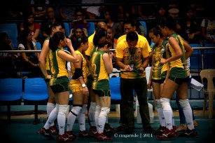 setting-up a play for the Lady Tams