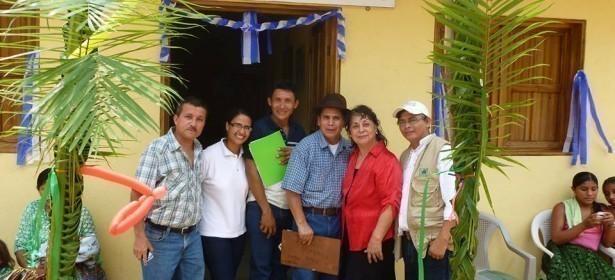 Armando René Calel también se relaciona con personajes de alto nivel como Raquel Blandón (blusa roja), quien fue candidata del partido LIDER en las elecciones presidenciales del 2011, además de es presidenta de la Fundación Guatemala.