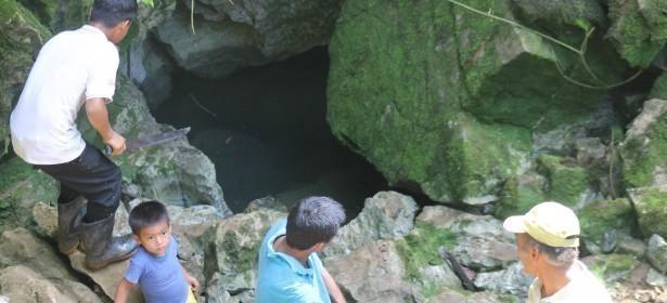Nacimiento/sumidero del río que está dentro de la Comunidad Sebilá, a unos 50m de la torre de perforación.