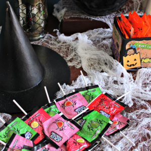 "DIY Halloween Candy ""Bar"" {Great for Parties!}"