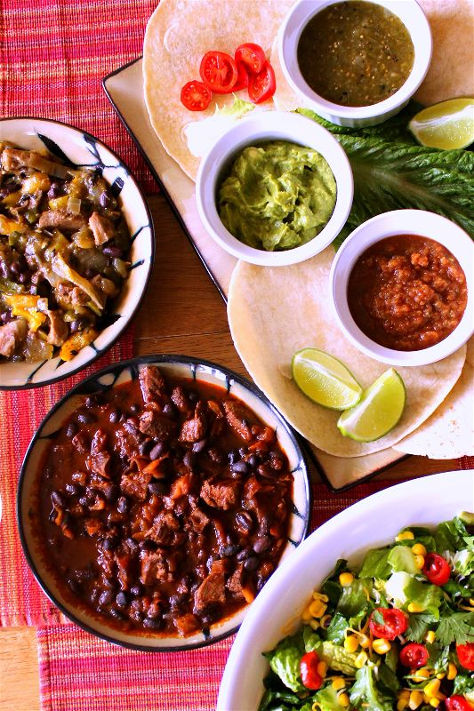 Try this delicious #Mexicanskillet dinner with an easy #choppedsalad for your next get together with friends! #ad #FronteraExperience