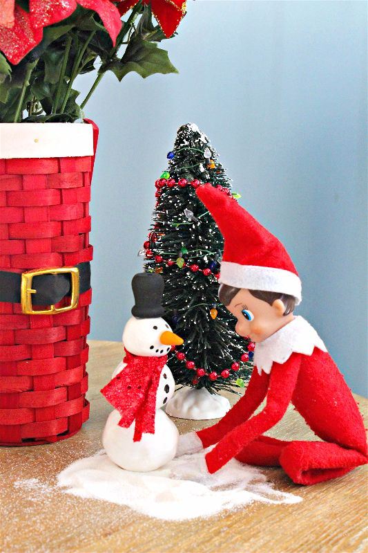 This is an easy craft to do and a fun #ElfontheShelf Idea to boot! This elf sized snowman makes for a cute morning surprise! #12DaysofChristmas