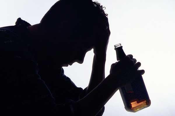 Lee más sobre el artículo Síndrome de abstinencia alcohólica