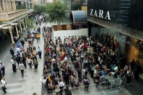 Hundreds of people line up in front of Australia's first Zara store which opened today in Sydney, Wednesday, April. 20 2011. (AAP Image/Tracey Nearmy) NO ARCHIVING