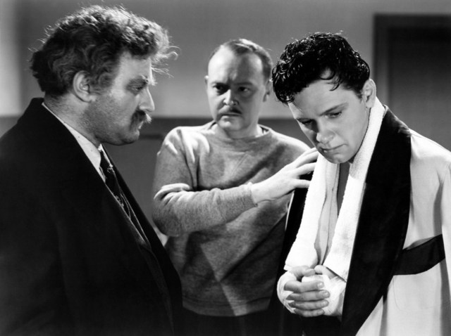 De izquierda a derecha: Lee J. Cobb, Don Beddoe y William Holden en Golden Boy.