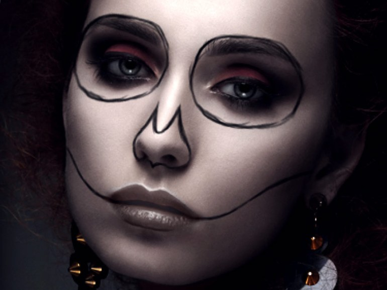 Draw the outline of your Calavera Makeup