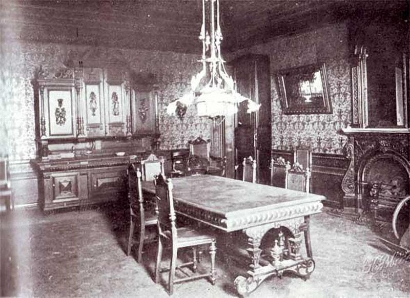 Le salon de la maison Ipatiev, à Ekaterinbourg, aujourd'hui disparu