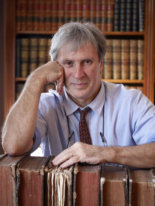 Jean Pruvost est un lexicologue spécialisé dans l'histoire de la langue française.